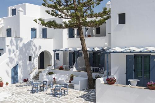 paros-rooms-for-rent-paros-greece-rooms-to-let-apartments-paros-studios-parikia-magginas-studios- accommodation-hotels-vacation-beach-paros-pic-1