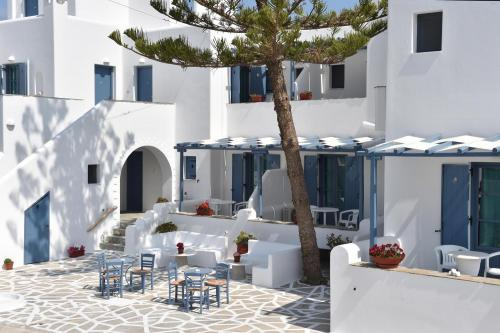 paros-rooms-for-rent-paros-greece-rooms-to-let-apartments-paros-studios-parikia-magginas-studios- accommodation-hotels-vacation-beach-paros-pic-2